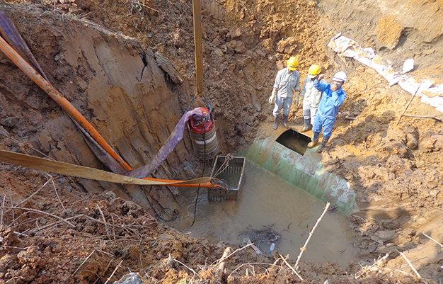Vụ vỡ đường ống nước sông Đà: Bắt 2 cựu Giám đốc - Ảnh 1