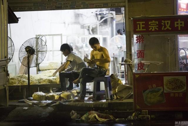 """Hãi hùng xưởng sản xuất mì """"siêu bẩn"""" Trung Quốc - Ảnh 1"""