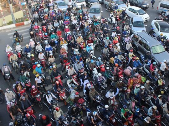 Báo cáo Thủ tướng việc tạm dừng thu phí sử dụng đường bộ xe máy - Ảnh 1