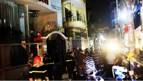 Khách sạn bùng cháy giữa đêm, 5 người ngất xỉu - Ảnh 1