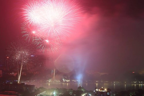 Pháo hoa rực sáng mừng Tết Độc lập - Ảnh 5