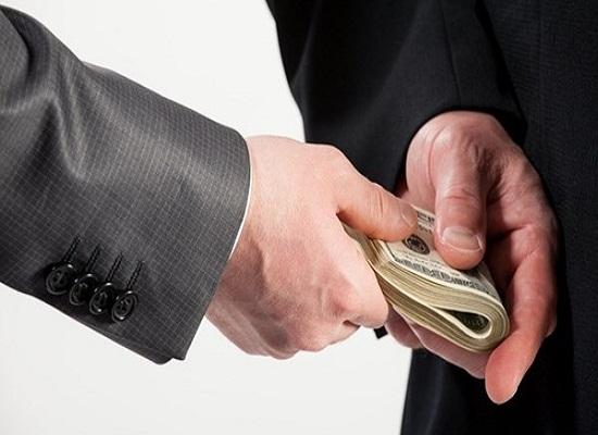 Đưa tiền để chạy việc có phải chịu trách nhiệm gì không? - Ảnh 1