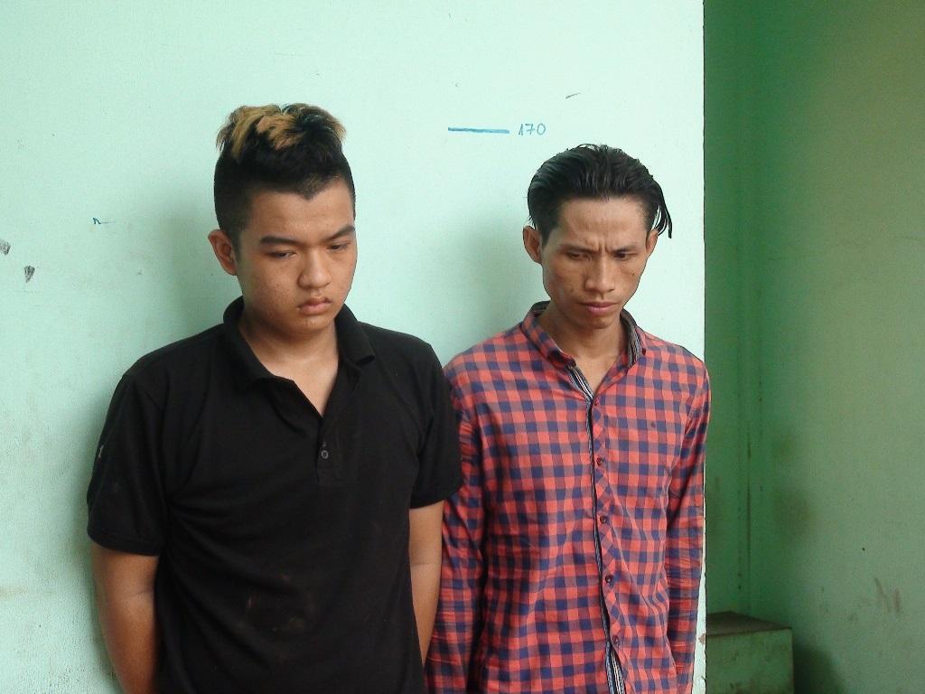 Hai tên cướp bị bắt vì tin nhắn xin chuộc điện thoại - Ảnh 1
