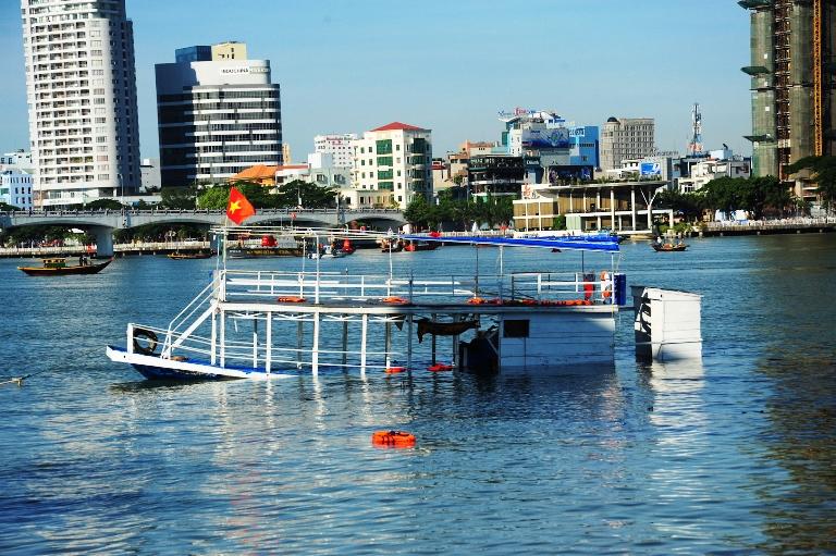 Khởi tố vụ lật tàu trên sông Hàn - Ảnh 1
