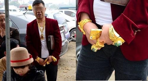 """Những """"đại gia Việt"""" khoe của bằng đeo cả trăm cây vàng trên người - Ảnh 1"""