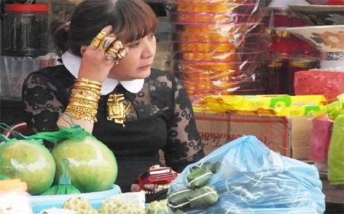 """Những """"đại gia Việt"""" khoe của bằng đeo cả trăm cây vàng trên người - Ảnh 2"""