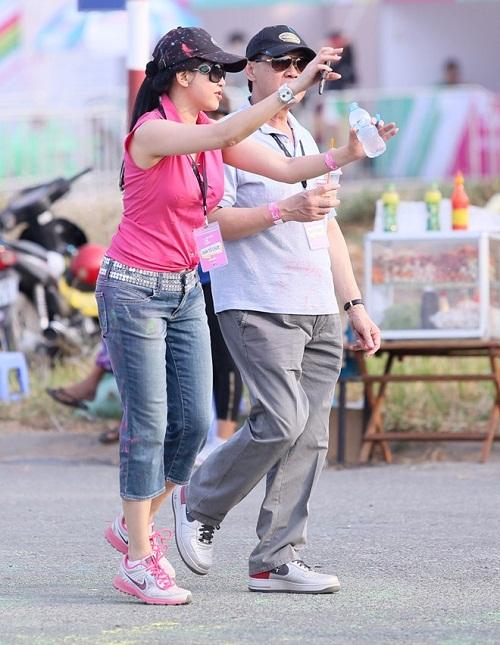 """Mẹ chồng đại gia của Hà Tăng """"bất ngờ"""" xinh đẹp như thiếu nữ 18 - Ảnh 2"""