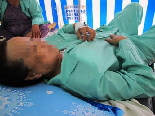 Một phụ nữ bị đâm nhiều nhát khi đang ngủ - Ảnh 1