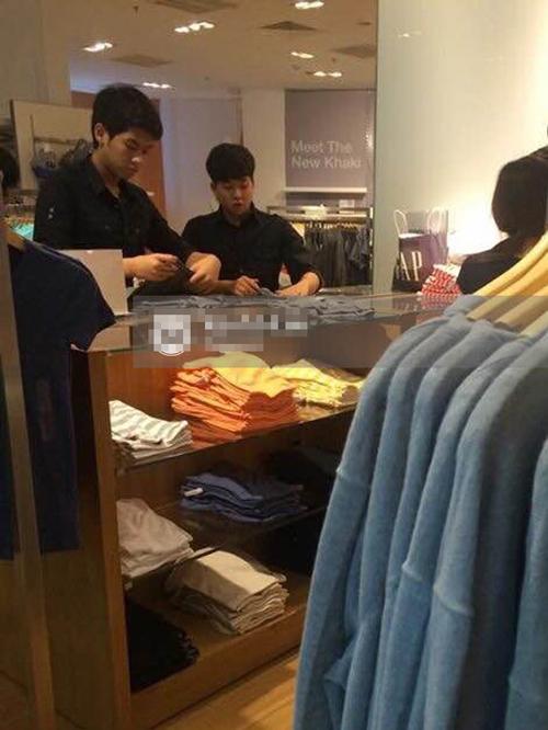 Thiếu gia nhà chồng Hà Tăng đi bán quần áo - Ảnh 2