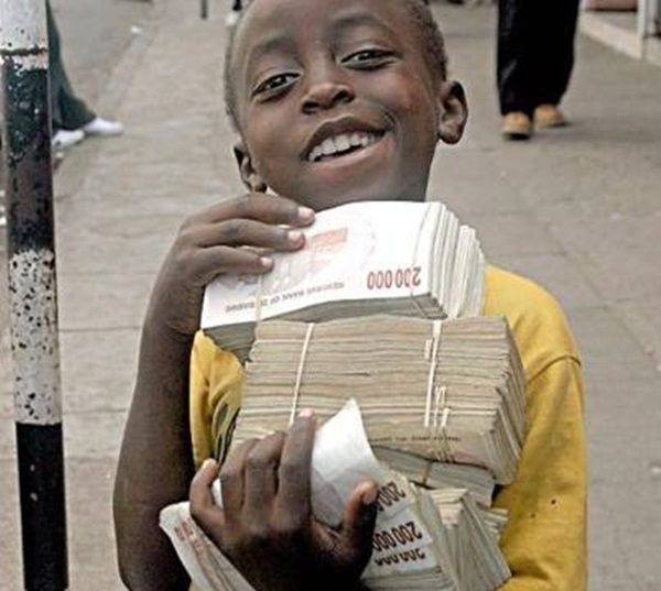"""Nơi trẻ con cũng là """"triệu phú"""": Vì sao người dân không thích đổi tiền? - Ảnh 1"""