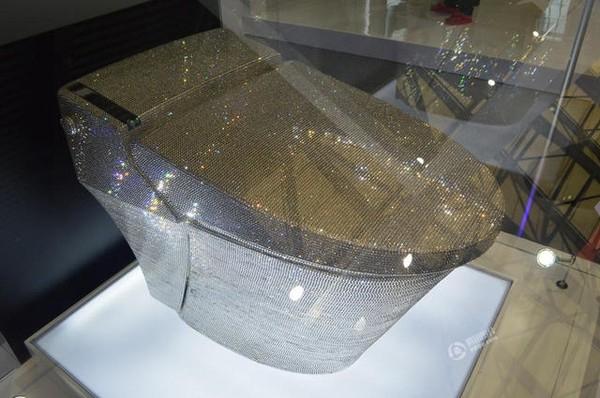 Lóa mắt với bồn cầu nạm kim cương trị giá gần 3 tỷ đồng - Ảnh 3