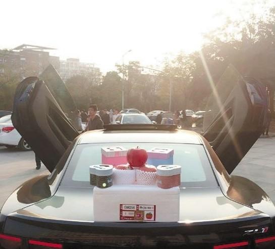 Đại gia 9X lái siêu xe 35 tỷ đi...giao cơm hộp - Ảnh 3