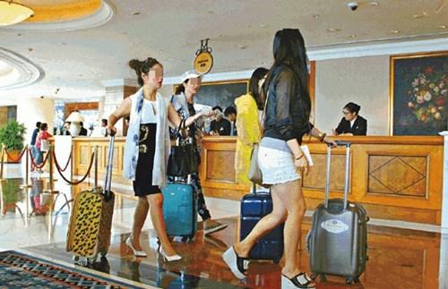 Sự thật đằng sau tour du lịch thẩm mỹ của những quý bà siêu giàu - Ảnh 5