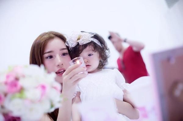 Con gái Elly Trần xinh như thiên thần trong tiệc sinh nhật 1 tuổi - Ảnh 7