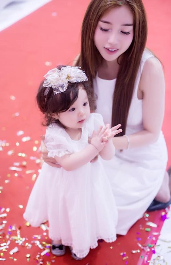 Con gái Elly Trần xinh như thiên thần trong tiệc sinh nhật 1 tuổi - Ảnh 6