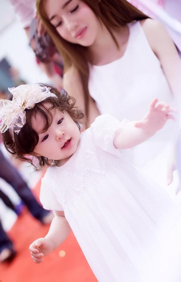 Con gái Elly Trần xinh như thiên thần trong tiệc sinh nhật 1 tuổi - Ảnh 5