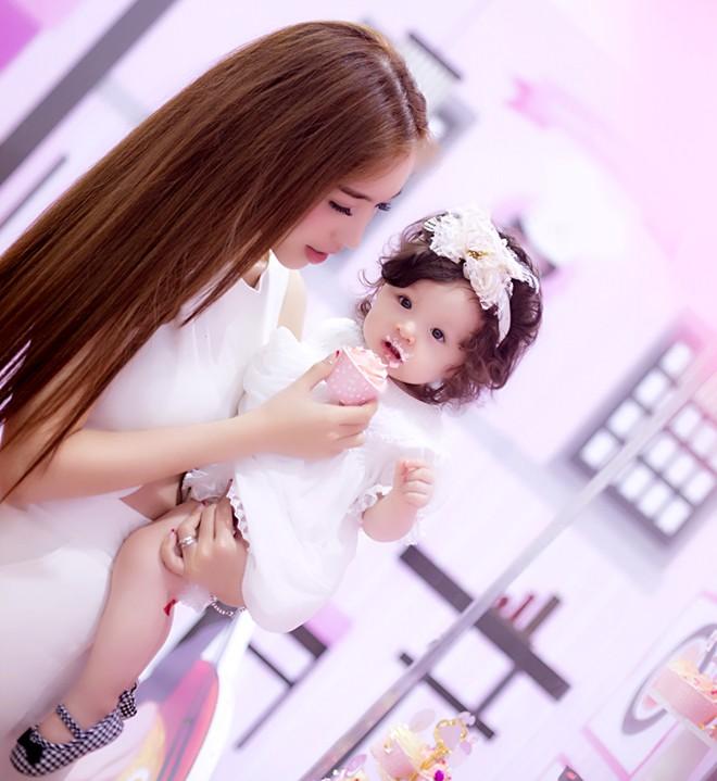 Con gái Elly Trần xinh như thiên thần trong tiệc sinh nhật 1 tuổi - Ảnh 8