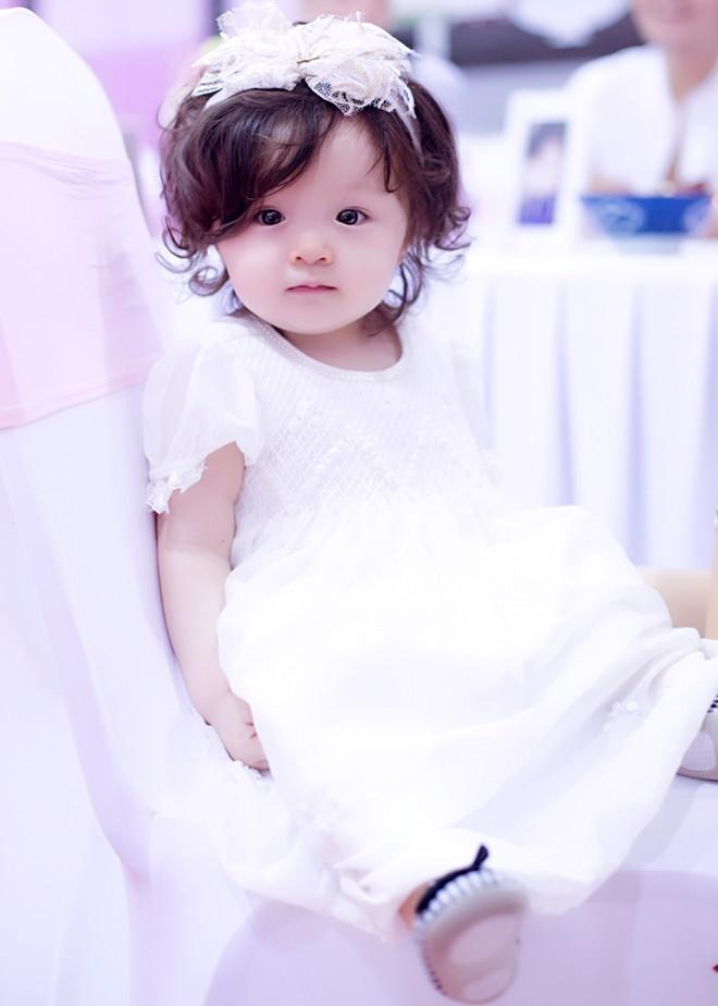 Con gái Elly Trần xinh như thiên thần trong tiệc sinh nhật 1 tuổi - Ảnh 12