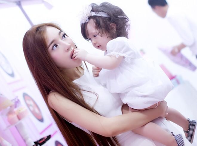 Con gái Elly Trần xinh như thiên thần trong tiệc sinh nhật 1 tuổi - Ảnh 9