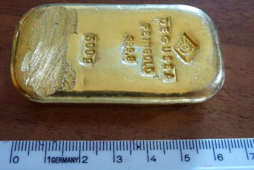 Đi chăn bò, xuống suối nhặt đá, nhặt được cả thùng vàng đầy ắp - Ảnh 5