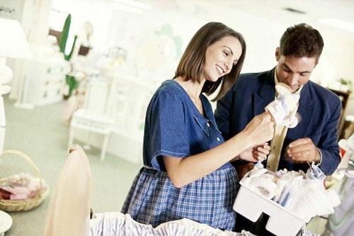 Mẹo tiết kiệm chi phí cho các cặp vợ chồng chuẩn bị sinh con - Ảnh 1