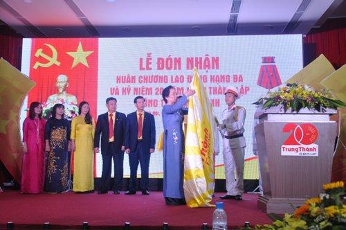 Công ty Trung Thành vinh dự đón nhận Huân chương Lao động hạng Ba - Ảnh 1