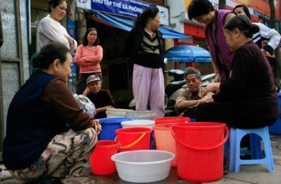 """Giá nước sinh hoạt tăng vọt từ ngày 1/10: Người Hà Nội có hết """"khát""""? - Ảnh 1"""