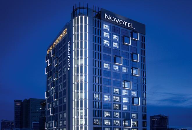 Danh tính đại gia chi hơn 1.000 tỷ mua khách sạn Novotel Saigon Centre - Ảnh 1