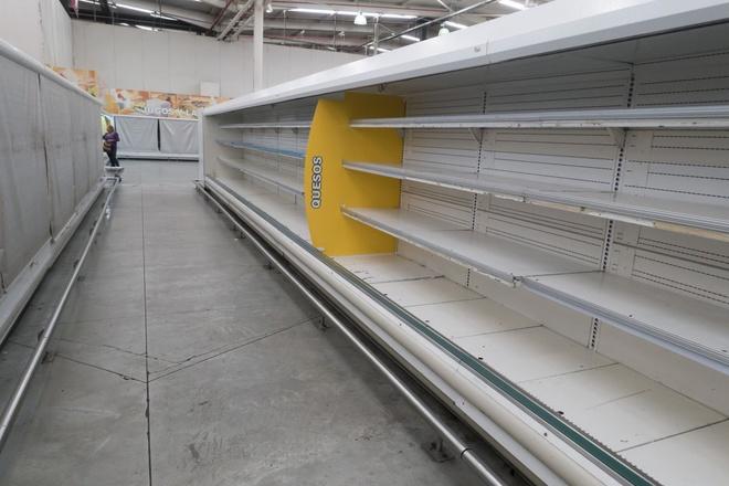 Venezuela: 1 hộp bao cao su giá 16 triệu, 1 chiếc bánh mì giá hơn 3 triệu - Ảnh 3
