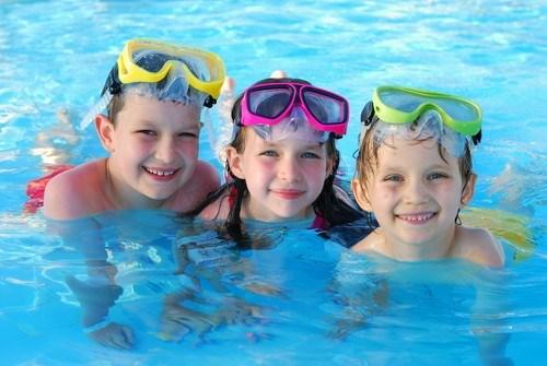 Cách chọn phao bơi và các phụ kiện bơi an toàn cho bé - Ảnh 2