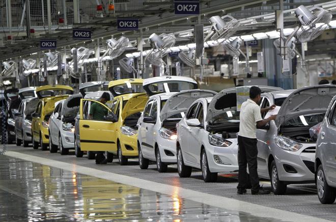 Ô tô giá hơn 100 triệu của Ấn Độ tràn vào Việt Nam - Ảnh 1
