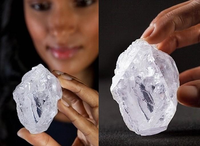 Viên kim cương 3 tỷ năm tuổi to bằng quả bóng tennis bị trả giá thấp - Ảnh 2