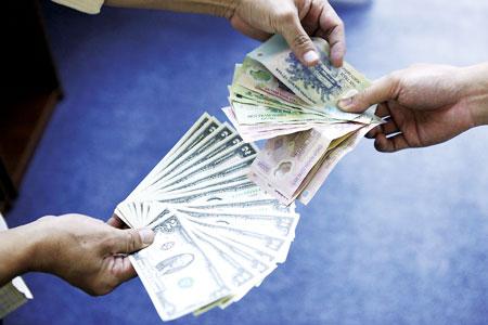 Các tổ chức kinh tế chỉ được đổi ngoại tệ khi có giấy phép - Ảnh 1