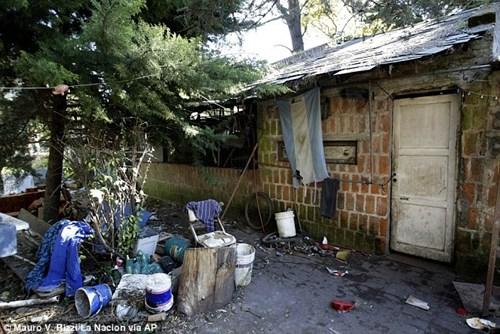 Argentina: Bắt giữ người nhiều năm liền nhốt vợ con như nô lệ - Ảnh 2