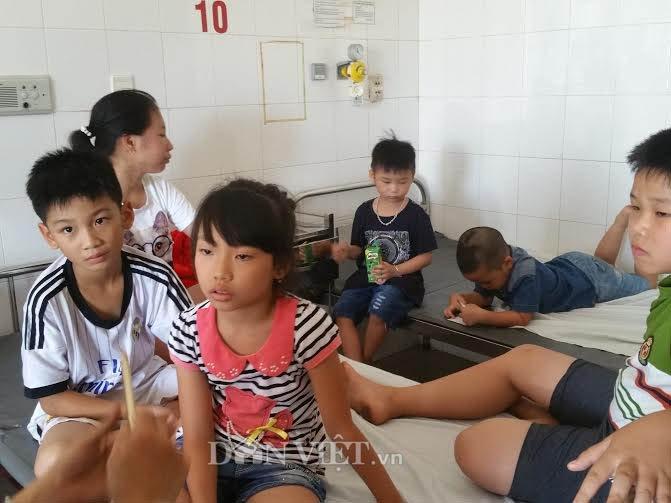 Chìm tàu du lịch trên sông Hàn: 17 cháu bé qua cơn nguy kịch - Ảnh 1