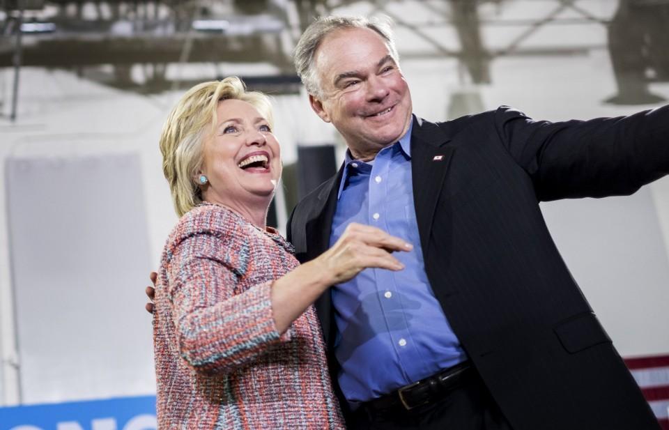 Bà Clinton bất ngờ chọn ông Kaine làm ứng viên Phó Tổng thống Mỹ - Ảnh 1