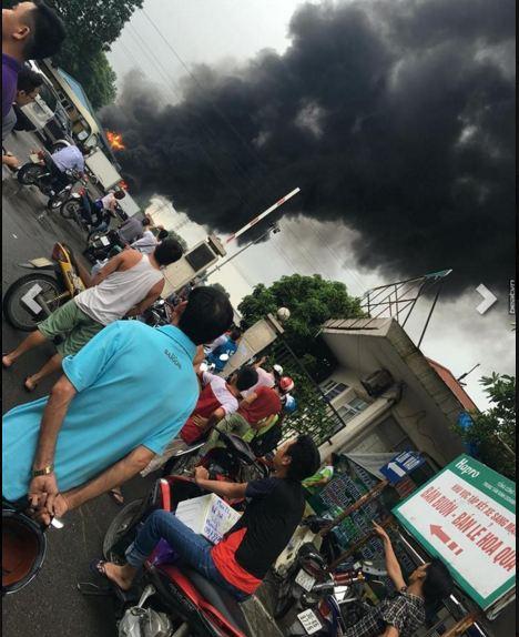 Hà Nội: Cháy lớn ngay cạnh cây xăng Đền Lừ - Ảnh 4
