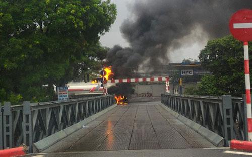 Hà Nội: Cháy lớn ngay cạnh cây xăng Đền Lừ - Ảnh 2