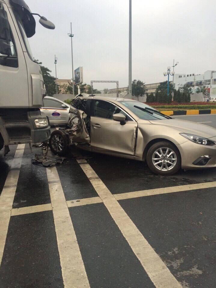 Hà Nội: Tai nạn trước Sân bay Nội Bài, 2 người bị thương - Ảnh 2