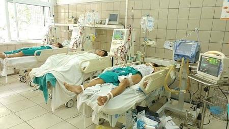 Hà Nội: 7 sinh viên nhập viện vì ngộ độc methanol - Ảnh 1