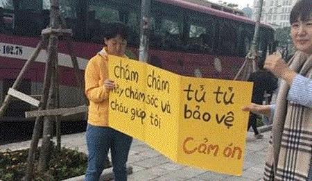 Hà Nội: Xử phạt, tước GPLX hai tài xế đi trên vỉa hè Mễ Trì - Ảnh 1
