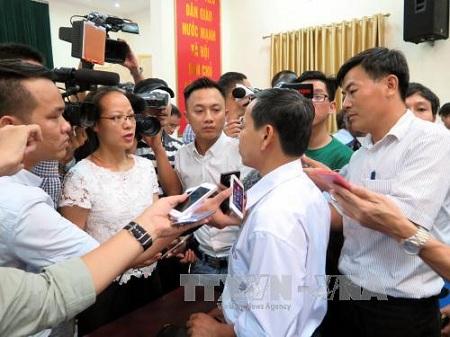 Chủ tịch Nguyễn Đức Chung sẽ tiếp tục tổ chức đối thoại bằng được với dân - Ảnh 2