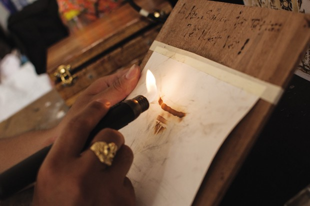 9X Sài Thành chấp nhận bỏng tay để vẽ tranh từ lửa - Ảnh 2