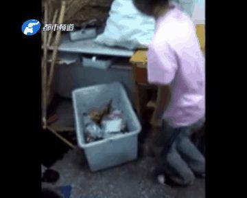 Nữ sinh trung học bị bắt dùng miệng bới rác gây xôn xao dư luận - Ảnh 1