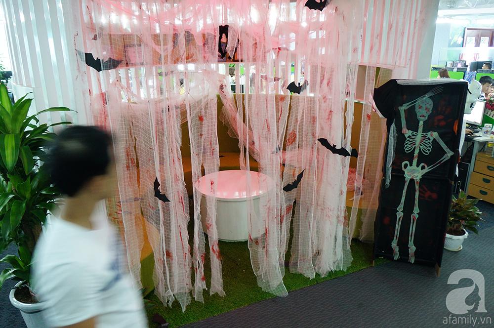 """Dân công sở thích thú khi văn phòng """"biến hình"""" chào đón Halloween - Ảnh 10"""