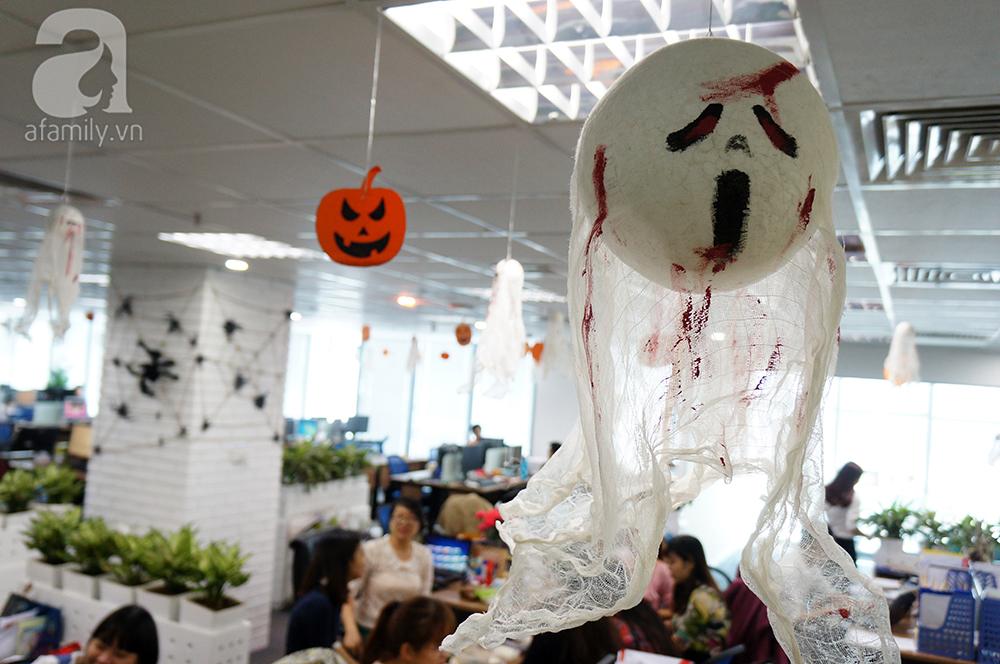 """Dân công sở thích thú khi văn phòng """"biến hình"""" chào đón Halloween - Ảnh 7"""