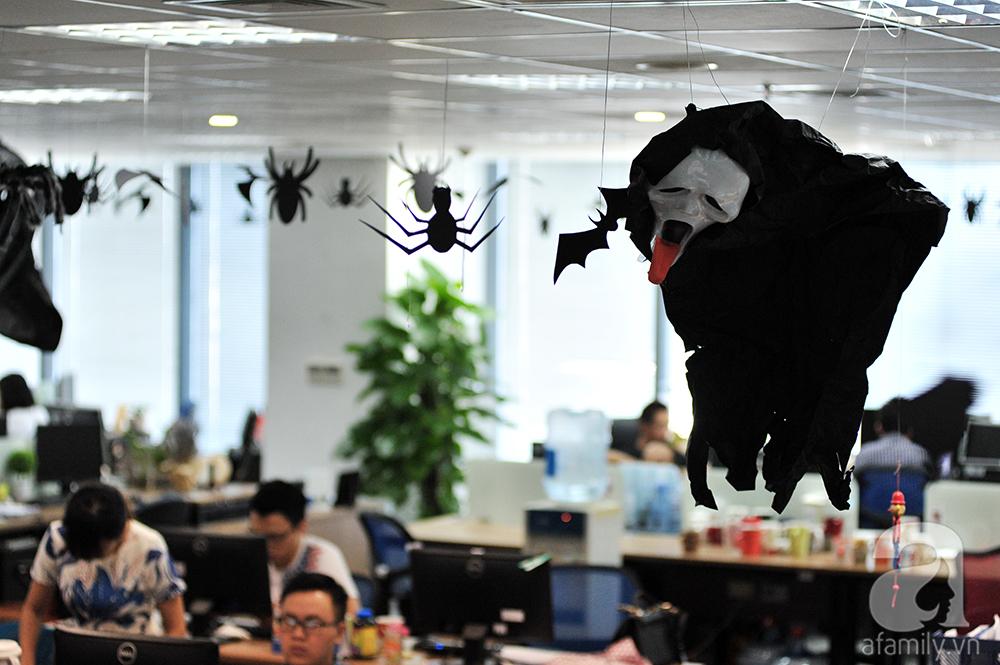 """Dân công sở thích thú khi văn phòng """"biến hình"""" chào đón Halloween - Ảnh 8"""