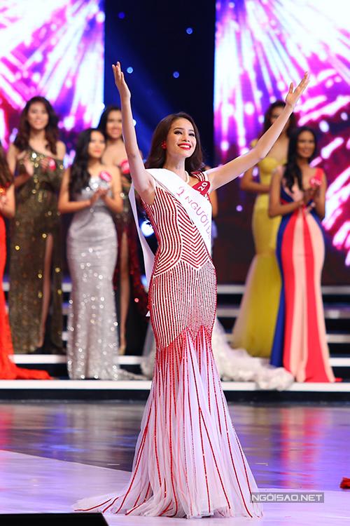 Ngắm vẻ đẹp rạng ngời của tân Hoa hậu Hoàn vũ Việt Nam 2015 - Ảnh 6