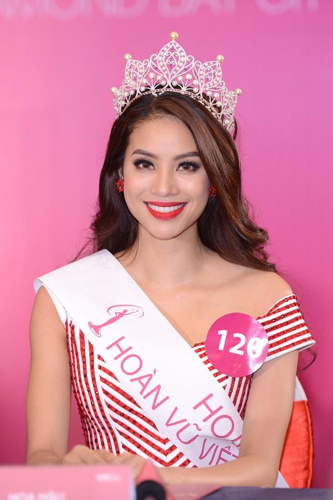 Ngắm vẻ đẹp rạng ngời của tân Hoa hậu Hoàn vũ Việt Nam 2015 - Ảnh 11