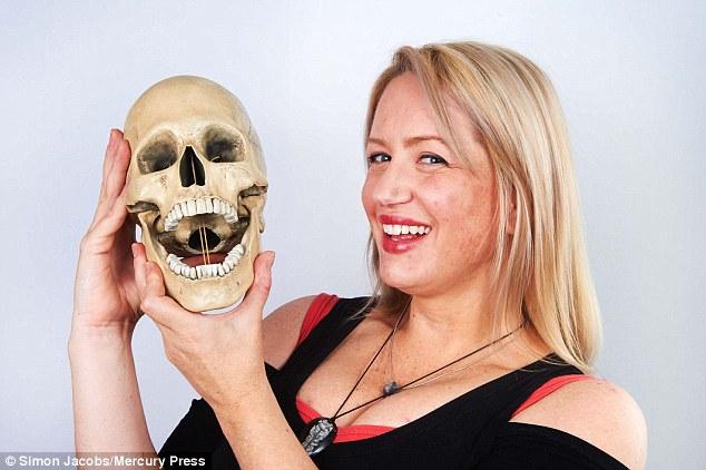 Cô gái suýt mất mũi vì bị... bọ ăn thịt người xâm nhập - Ảnh 4